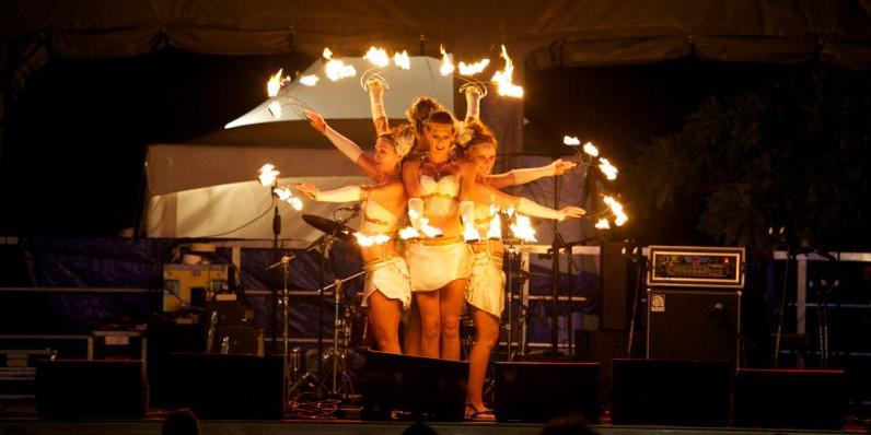 wanderlust_oahu_fire_dancers.pic